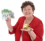 Sandra with cash & gold 2