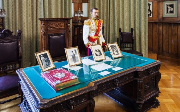 figure of tsar Nicholas II in Livadia Palace
